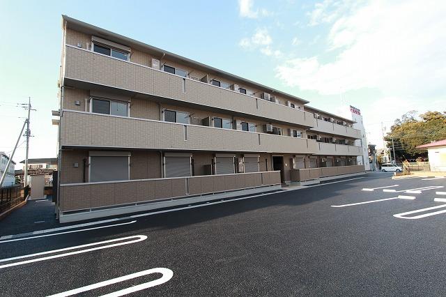 茨城県古河市、古河駅徒歩23分の築1年 3階建の賃貸アパート