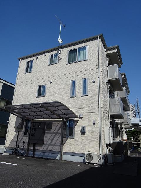 栃木県宇都宮市、宇都宮駅徒歩8分の築2年 3階建の賃貸アパート