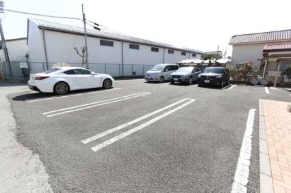 ロイヤル ピークス[1R/30.27m2]の駐車場