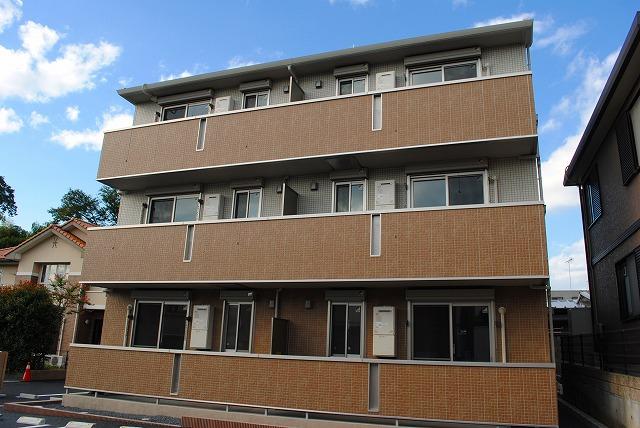 栃木県宇都宮市、雀宮駅関東バス15分一里下車後徒歩7分の築4年 3階建の賃貸アパート