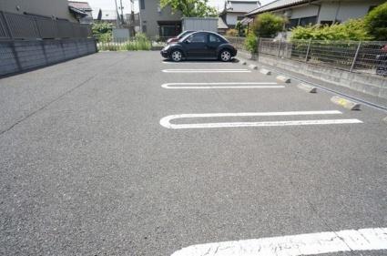 アザレア本館[1LDK/42.8m2]の駐車場