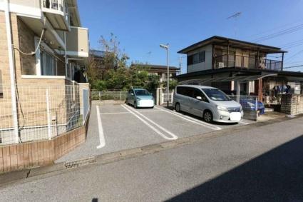 T2・House[2LDK/57.22m2]の駐車場
