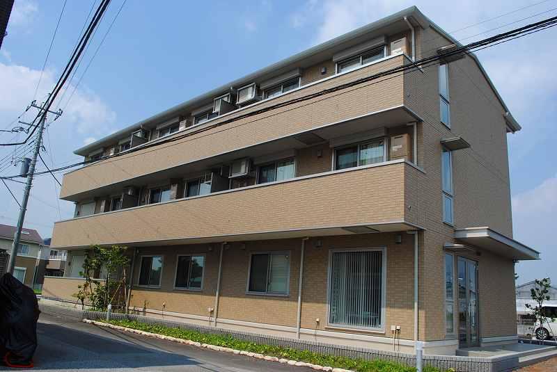 栃木県宇都宮市、宇都宮駅バス30分駅入口下車後徒歩10分の築3年 3階建の賃貸アパート