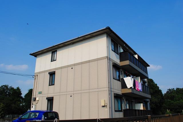 栃木県宇都宮市、雀宮駅バス15分一里下車後徒歩7分の築17年 3階建の賃貸アパート