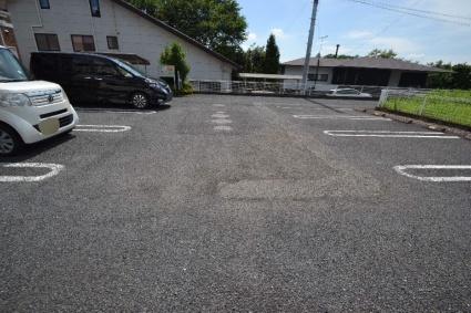 サン・コリーヌ[2DK/54.76m2]の駐車場