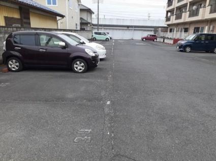 ニューマリッチイシカワ弐号館[2LDK/55.39m2]の駐車場