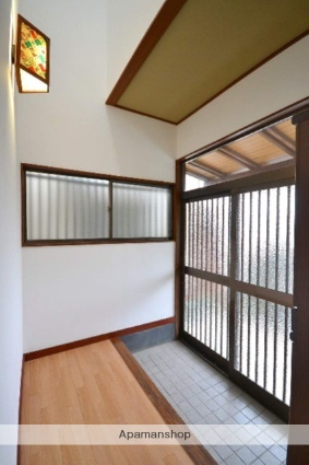 新前橋町一般住宅[4DK/77m2]の玄関