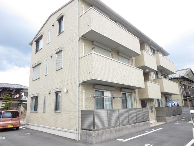 群馬県桐生市、桐生駅徒歩23分の築3年 3階建の賃貸アパート