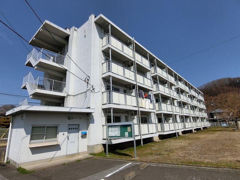 群馬県桐生市、丸山下駅徒歩20分の築52年 4階建の賃貸マンション