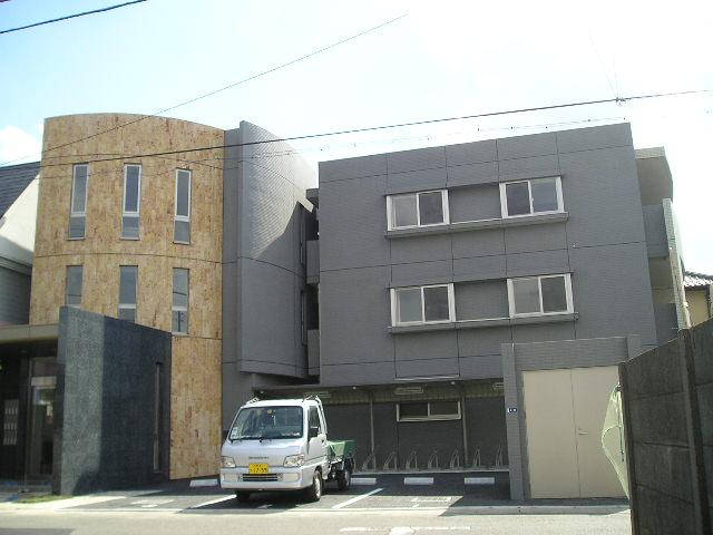 埼玉県さいたま市中央区、与野本町駅徒歩10分の築11年 3階建の賃貸マンション