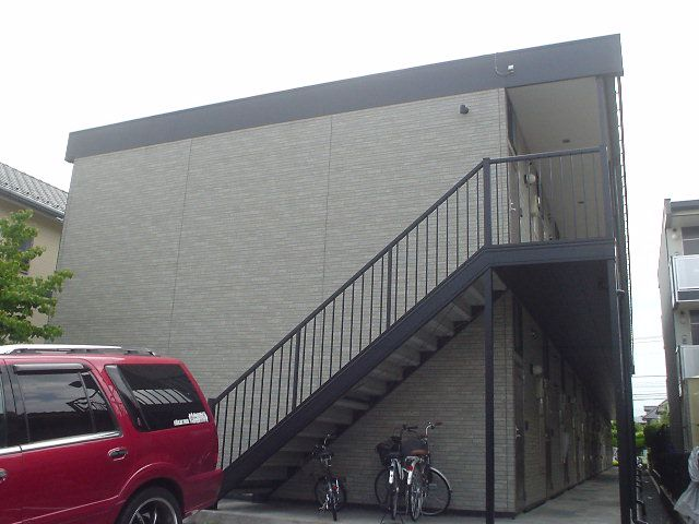 埼玉県川口市、東浦和駅徒歩14分の築13年 2階建の賃貸アパート