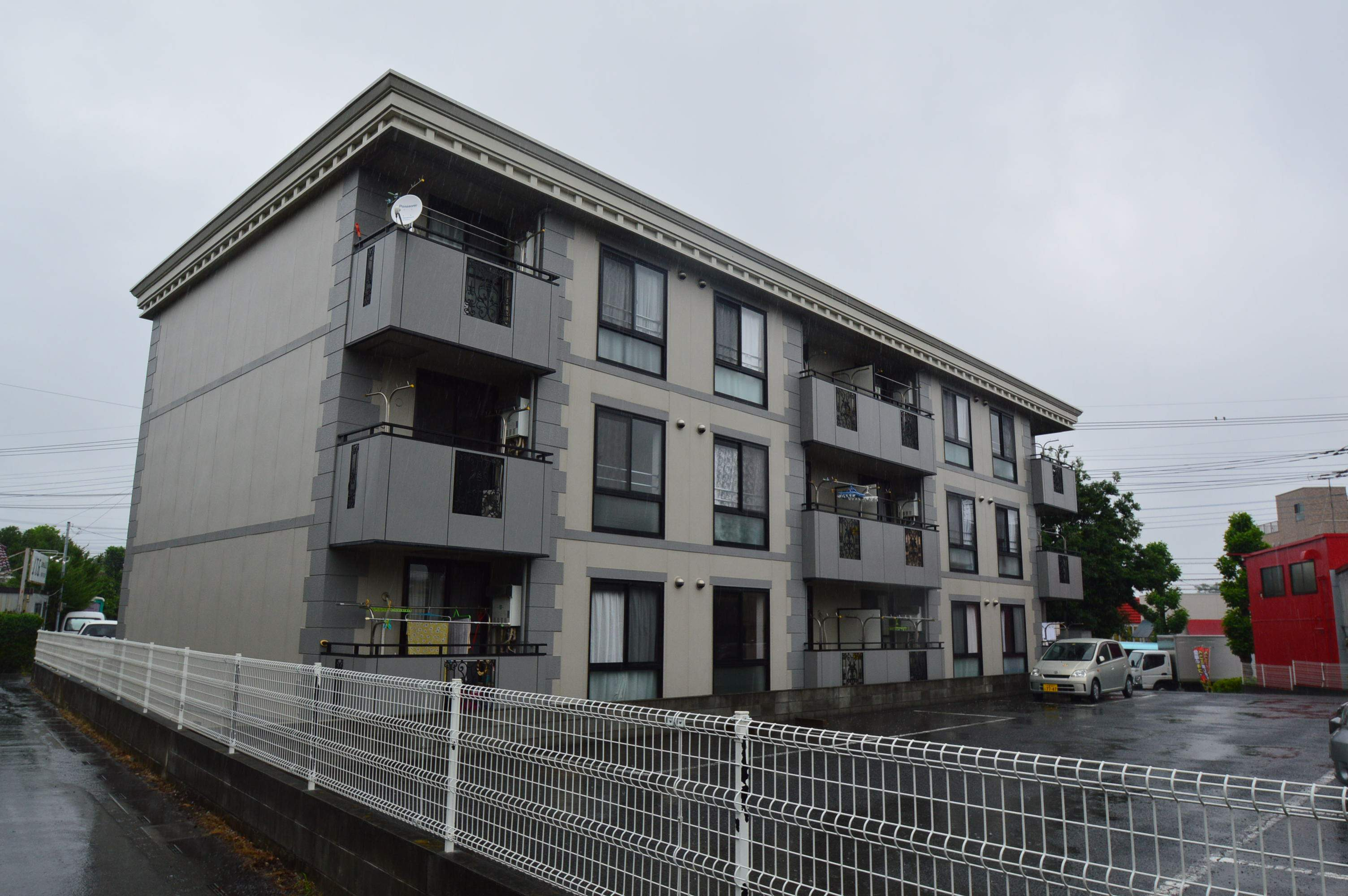 埼玉県さいたま市緑区、東浦和駅徒歩24分の築21年 3階建の賃貸アパート
