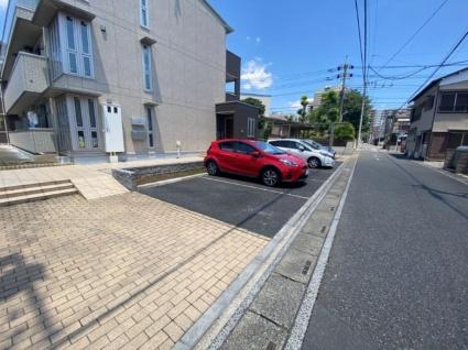 クレセント[1LDK/50.74m2]の駐車場