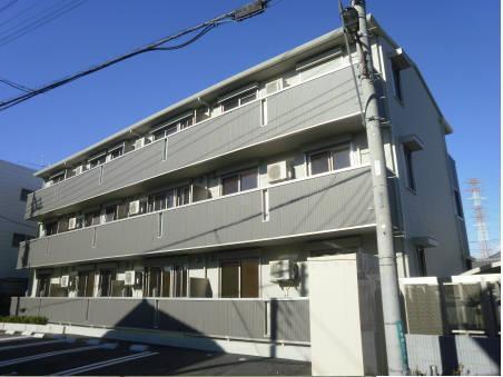 埼玉県草加市、松原団地駅バス20分福祉センター前下車後徒歩4分の築5年 3階建の賃貸アパート