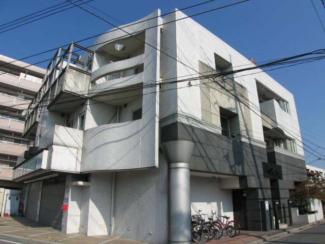 埼玉県さいたま市桜区、西浦和駅徒歩9分の築28年 3階建の賃貸マンション