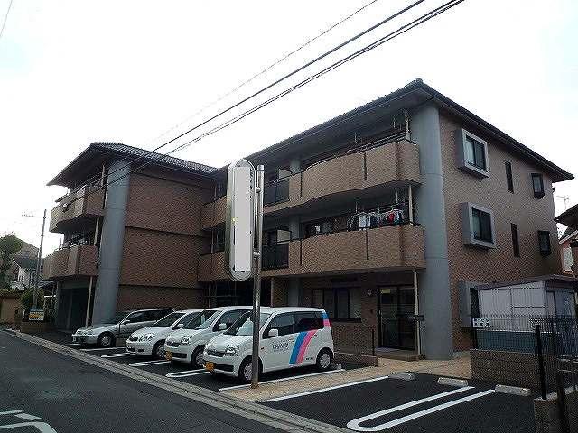 埼玉県さいたま市浦和区、さいたま新都心駅徒歩23分の築11年 3階建の賃貸マンション