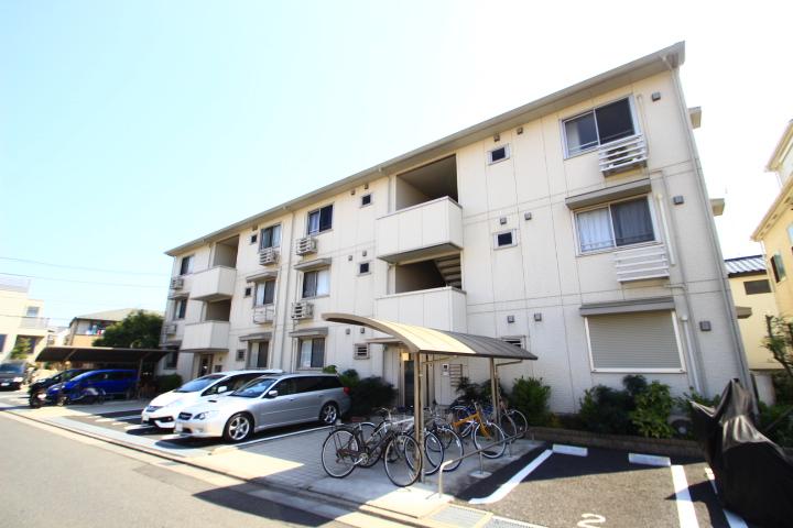 埼玉県志木市、朝霞台駅徒歩28分の築8年 3階建の賃貸アパート