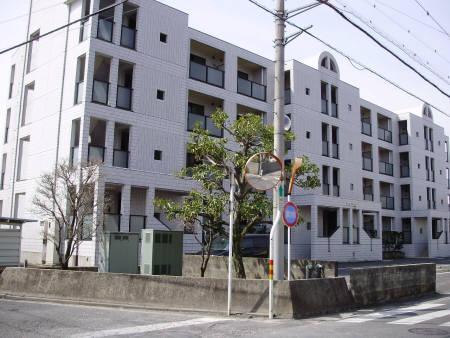 埼玉県川越市、南古谷駅徒歩4分の築26年 4階建の賃貸マンション