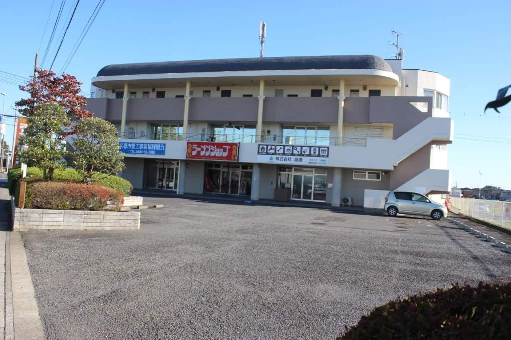 埼玉県久喜市、東鷲宮駅徒歩18分の築27年 3階建の賃貸マンション