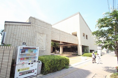 坂戸市立中央図書館 939m