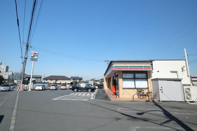 セブンイレブン毛呂山岩井店 597m