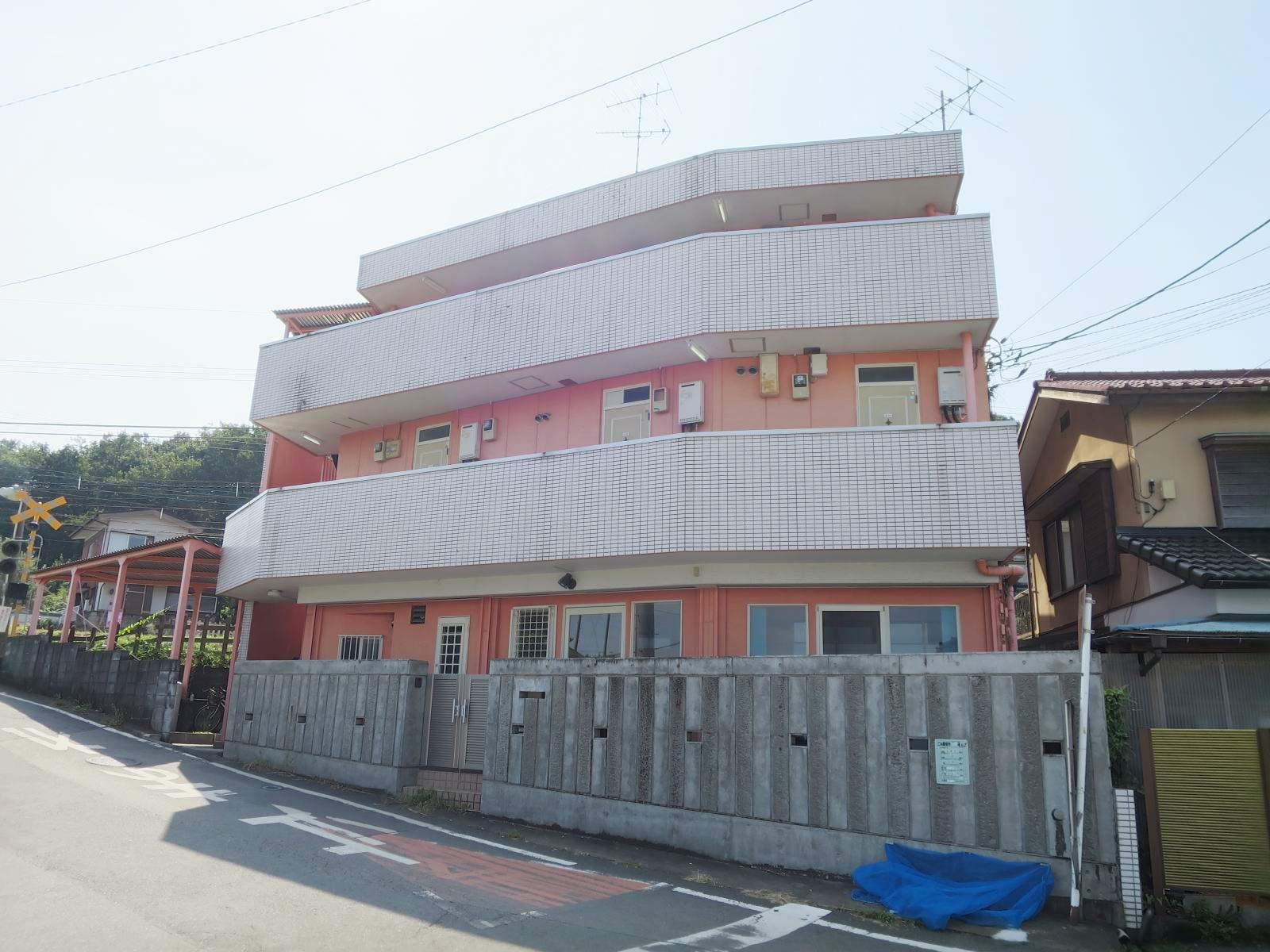 埼玉県入間市、仏子駅徒歩9分の築27年 3階建の賃貸マンション