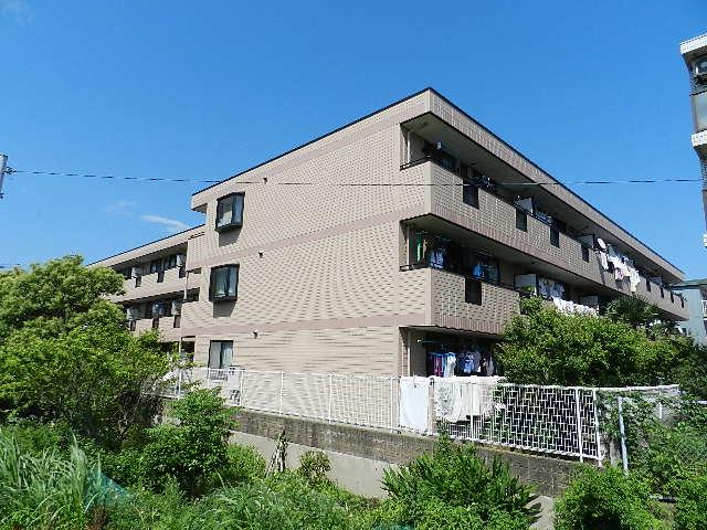 千葉県市川市、下総中山駅徒歩19分の築23年 3階建の賃貸アパート