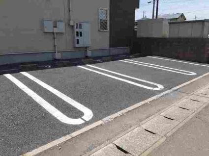 ウィッシュB[1LDK/44.75m2]の駐車場