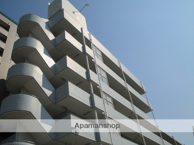 千葉県浦安市、浦安駅徒歩3分の築27年 4階建の賃貸マンション