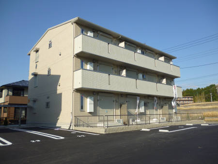 千葉県君津市、君津駅バス17分周南口下車後徒歩9分の築1年 3階建の賃貸アパート