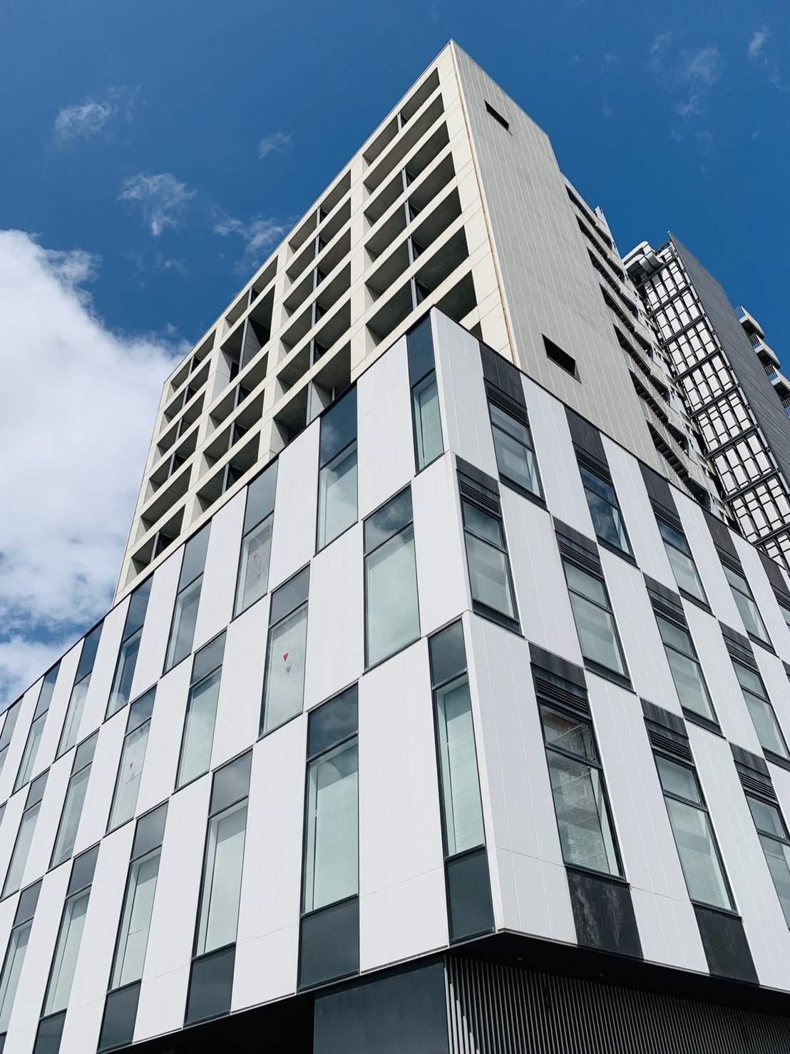 千葉県千葉市中央区、千葉みなと駅徒歩3分の築9年 13階建の賃貸マンション