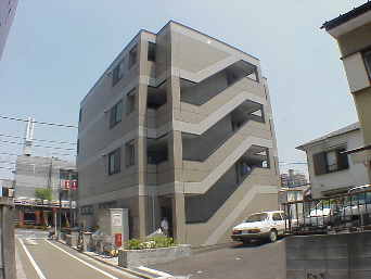 東京都福生市、牛浜駅徒歩17分の築18年 4階建の賃貸マンション
