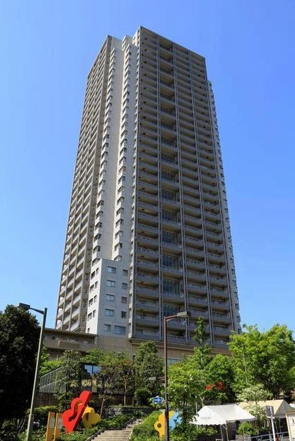 東京都渋谷区、代官山駅徒歩2分の築17年 40階建の賃貸マンション