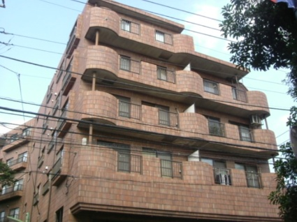東京都世田谷区、八幡山駅徒歩18分の築29年 6階建の賃貸マンション