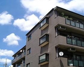東京都世田谷区、千歳烏山駅徒歩20分の築24年 4階建の賃貸マンション
