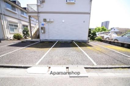 ツインパレスB[1R/19.87m2]の駐車場