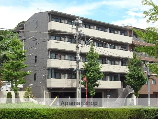 東京都多摩市、京王多摩センター駅徒歩13分の築20年 5階建の賃貸マンション