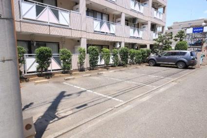 ドミールシャルム[2LDK/57.75m2]の駐車場