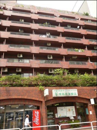 東京都千代田区、四ツ谷駅徒歩11分の築35年 12階建の賃貸マンション