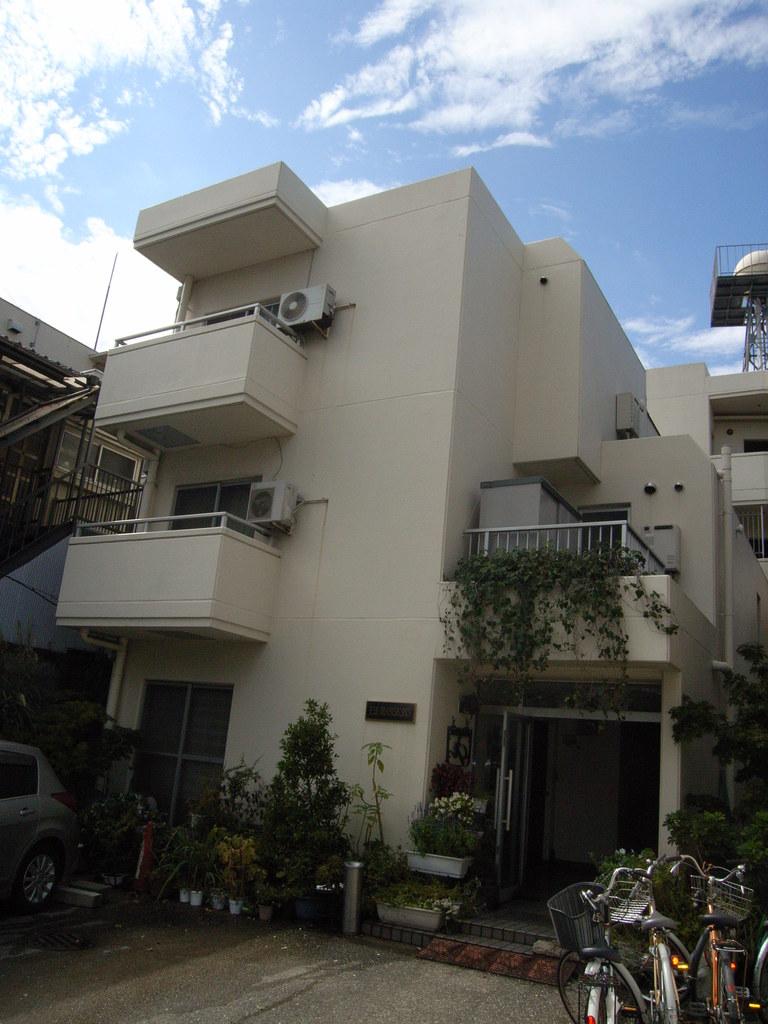 東京都板橋区、本蓮沼駅徒歩13分の築31年 4階建の賃貸マンション