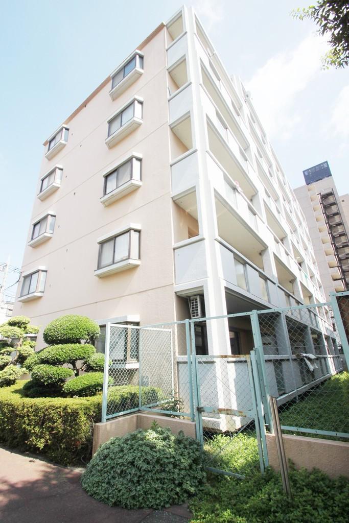 東京都板橋区、北赤羽駅徒歩28分の築33年 6階建の賃貸マンション