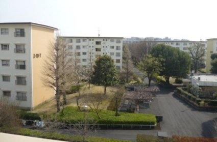 東京都板橋区、高島平駅徒歩10分の築45年 5階建の賃貸マンション