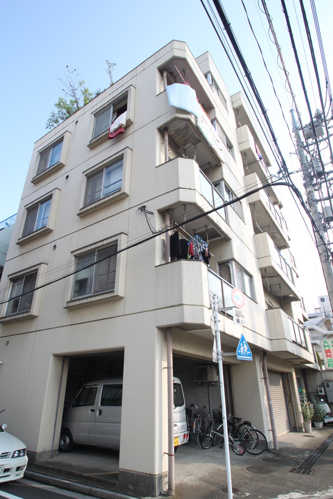 東京都板橋区、高島平駅徒歩13分の築40年 5階建の賃貸マンション