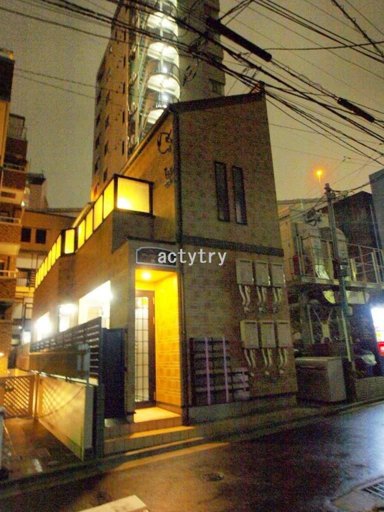 東京都北区、西巣鴨駅徒歩3分の築5年 2階建の賃貸アパート