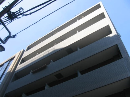 東京都千代田区、御茶ノ水駅徒歩11分の築15年 9階建の賃貸マンション