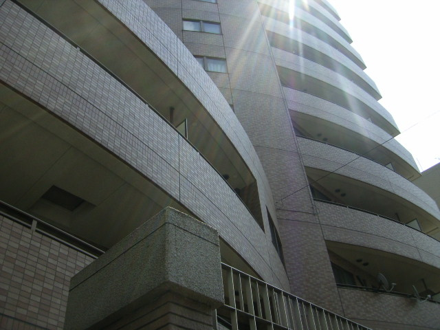 東京都文京区、本駒込駅徒歩8分の築17年 11階建の賃貸マンション