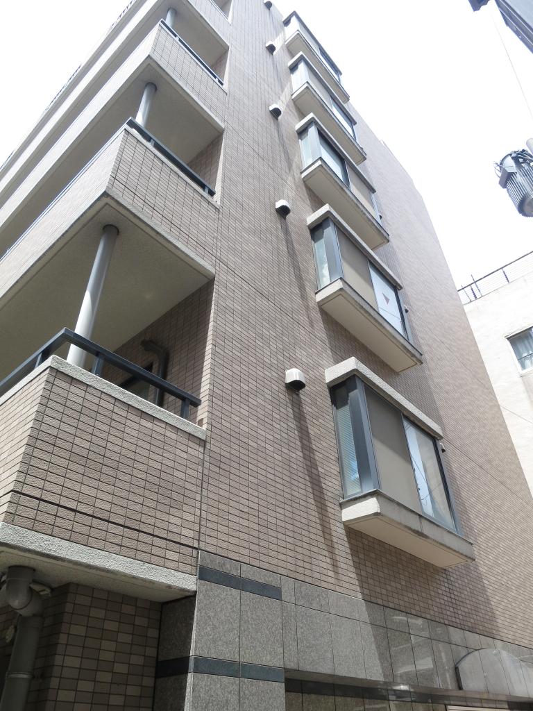 東京都新宿区、飯田橋駅徒歩13分の築17年 6階建の賃貸マンション