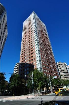 東京都豊島区、目白駅徒歩13分の築10年 32階建の賃貸マンション