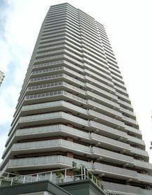 東京都中野区、中野駅徒歩26分の築10年 33階建の賃貸マンション