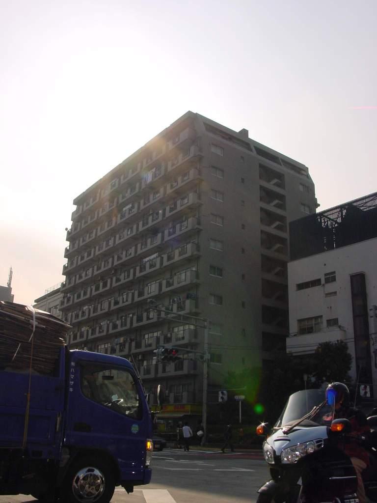 東京都新宿区、新大久保駅徒歩13分の築39年 12階建の賃貸マンション
